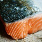 Quel vin choisir lorsqu'on sert du saumon à table ?